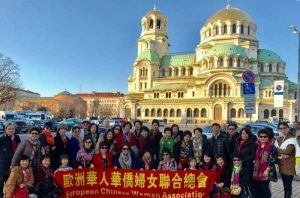 【9】值得一提的是此前3月4日至7日,熊国秀率领欧华妇联会荷兰联盟团队的40多名会员前往东欧保加利亚,参加当地的华人妇女庆祝三八妇女节活动。